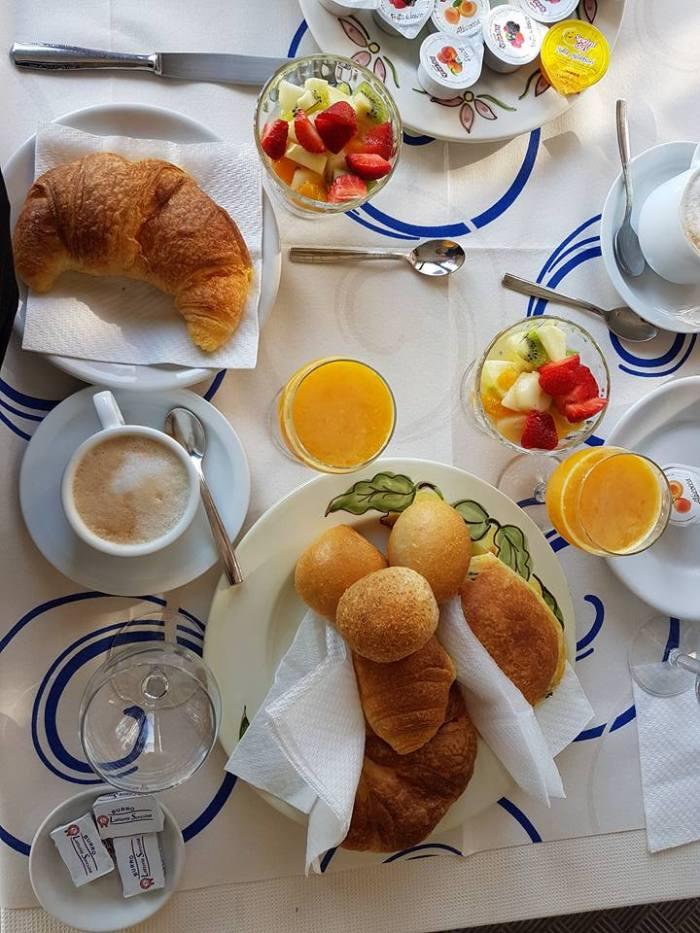 Hotel Open Gate breakfast